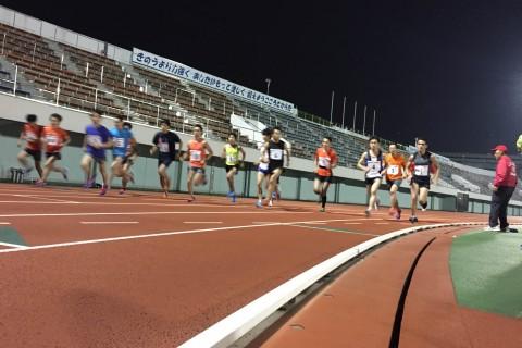 こどもの日開催!1500m/5000m記録会-競技場で東京陸協の審判員が計測