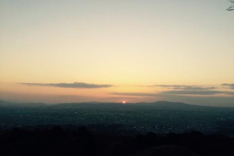 生駒山に沈む夕陽を見に行こう!若草山サンセットランニング【平日限定】