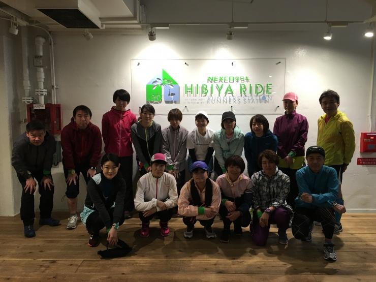 ヒビヤライドを拠点に開催しているビギナー向け練習会「HOP STEP RUNNING教室」の皆さん。皇居や都内ランでハーフまでの距離を走れるようにがんばっています