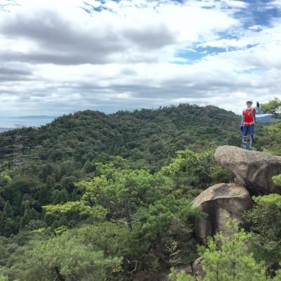 足がすくむ!絶景岩からの眺め