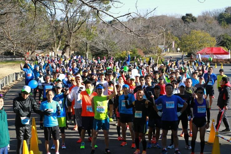 大高緑地で開催した、愛知30Kのスタート前の様子! 30Kのようなイベントも行いながら、 規模にこだわらず、日常的に走れる場をつくっていきたいと考えています。
