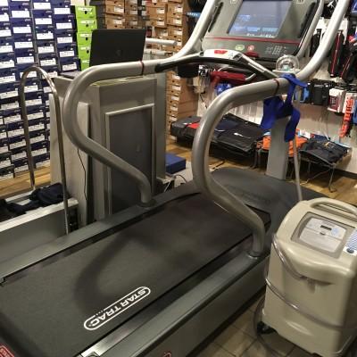 歩行計測のトレッドミルと低酸素マシン