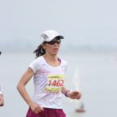 速い女性ランナー