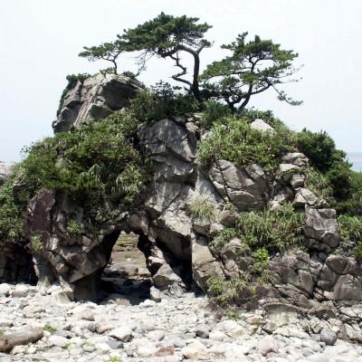 神津島(ぶっとおし岩)