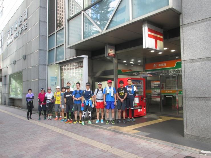 毎週土日に観光ランニングを開催しています。集合受付の一つが新宿駅西口の新宿郵便局です。