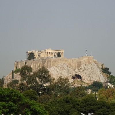 アテネ・アクロポリスの丘を登って、パナシナイコスタジアムがゴール!