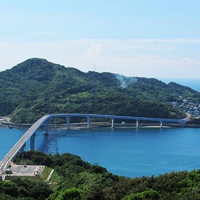 遠くに見える世界遺産・軍艦島を眺めながら走るコース(長崎市)