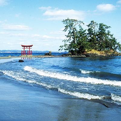 穏やかな海岸線を走る、恋路海岸・見附島コース(能登町)