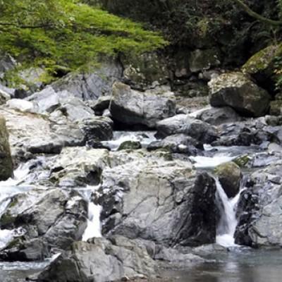 清流と奇岩と自然の渓谷。摂津峡コース(高槻市)