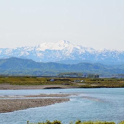 どこまでも広がる空と地平線、手取川河川敷コース(川北町)