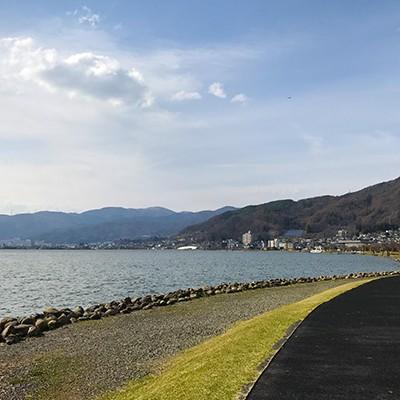 脚にやさしいゴムチップ舗装、諏訪湖一周コース(諏訪市)