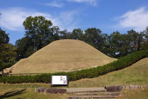 飛鳥歴史公園の古墳、史跡周回コース(明日香村)