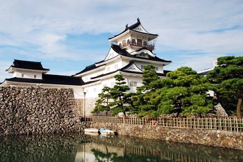 富山城址公園と立山連峰の雪解け水・名水コース(富山市)