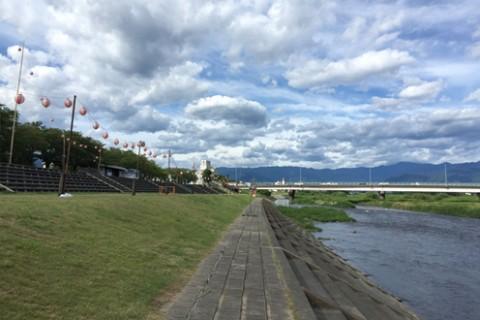 石和温泉の観光スポット、笛吹川河川敷コース(笛吹市)