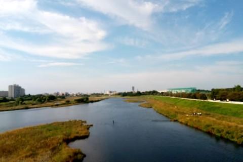 清流沿いを走る。川内川河川敷コース(薩摩川内市)