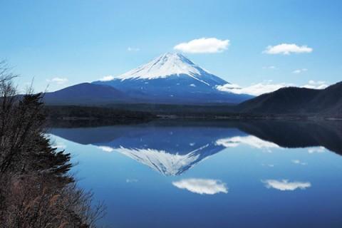 透明度の高い本栖湖一周コース(富士河口湖町・見延町)