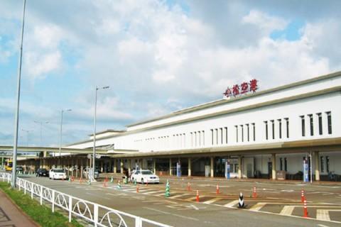 飛行機が目の前で離着陸!小松空港周回コース(小松市)