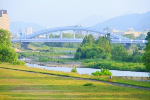 札幌の中心を流れる豊平川、河川敷満喫コース(札幌市)