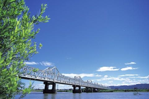 雄大な河川敷を走る信濃川周回コース(長岡市)