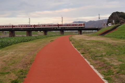 河川敷のゴムチップ舗装!大和川ジョギングコース(王寺町)