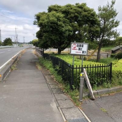 第3駐車場への案内看板が道路沿いにあります。