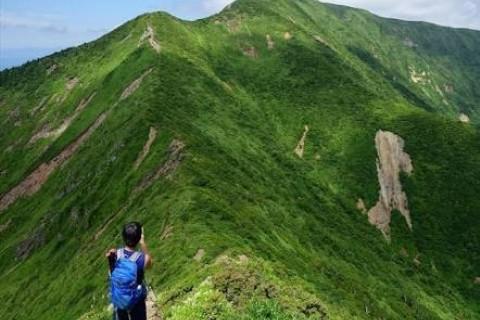 宮城県の最高峰をめざす 南蔵王トレイルツアー