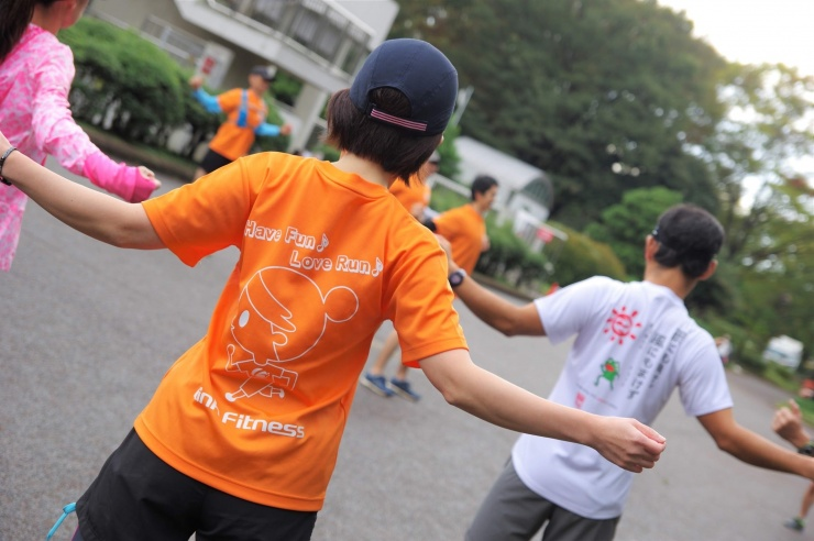 東京、名古屋ウィメンズマラソンスクール2回目腕振りを格段に楽にした後の10kmビルドアップ皇居