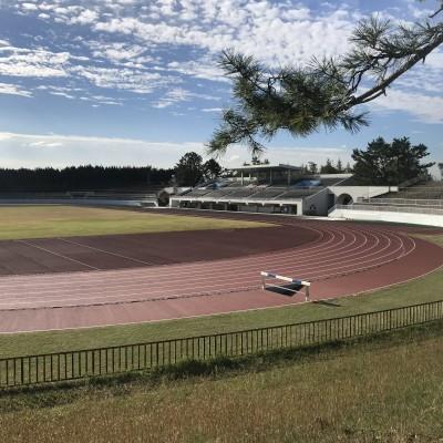 会場の服部緑地公園陸上競技場です