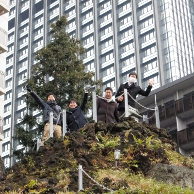 西新宿の富士塚登山も体験します。