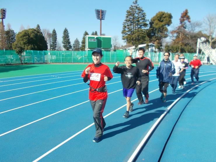 年に数回、青木公園陸上競技場内でもトレーニングしています。
