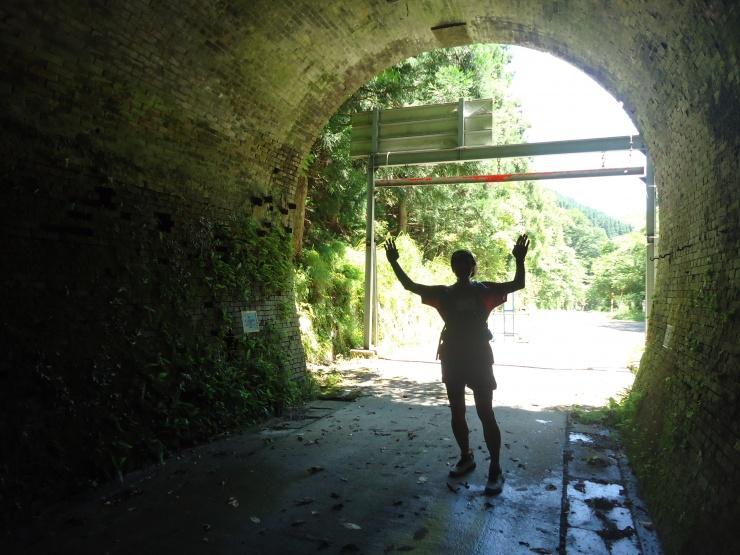 廃線路トンネルも駈ける