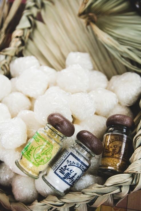 伊平屋のお米でつくったおにぎり&伊平屋の塩。恒例のエイドステーション看板の品です☆