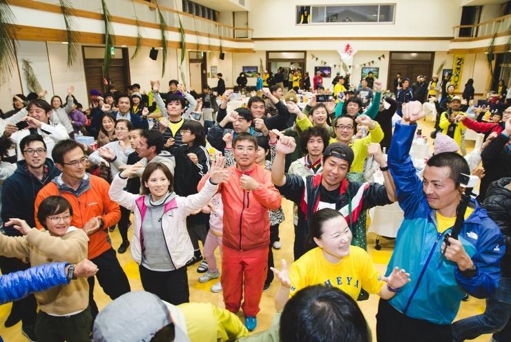 後夜祭も大会参加の醍醐味です‼沖縄の舞い『かちゃーし』をみんなで踊れば疲れも吹き飛びます^^