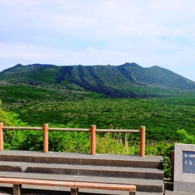 島の中央にそびえる三原山