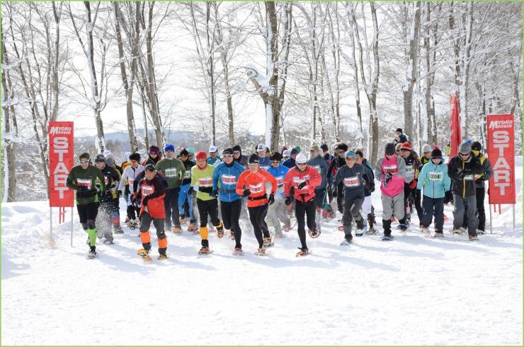 スノーシューを履いて雪上を走るスノーシューイング・レースのシリーズ戦「全日本山岳スノーシューイング・レース・グランプリシリーズ」を毎年開催しています。