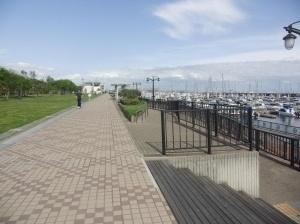 西宮浜のヨットハーバー ヨットがずらり並ぶ
