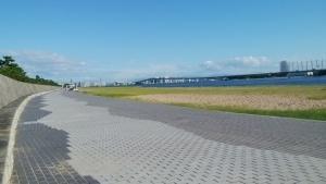 浜風が心地よい 甲子園浜のランニングコース