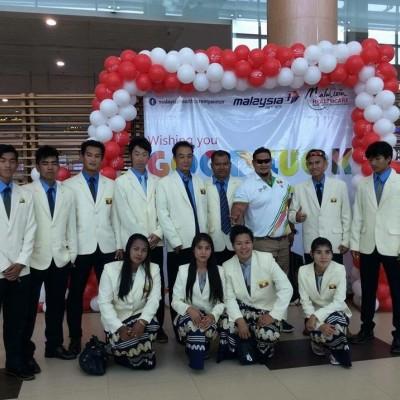 ミャンマーコーチと選手団