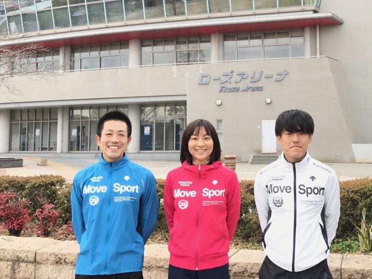左から板倉具視代表、坂本直子コーチ、室田祐司コーチ