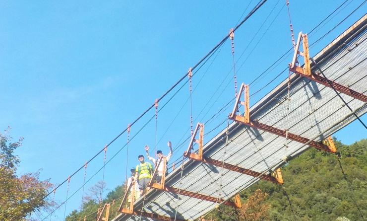 新旧つり橋通行
