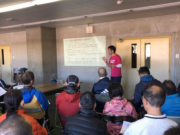 セミナーで理論説明、参加者多数の場合は屋外で実施する場合があります。