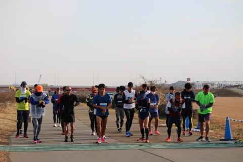 第5回春なのにリアル加古川 記念に参加賞Tシャツを 青い空の下走ります