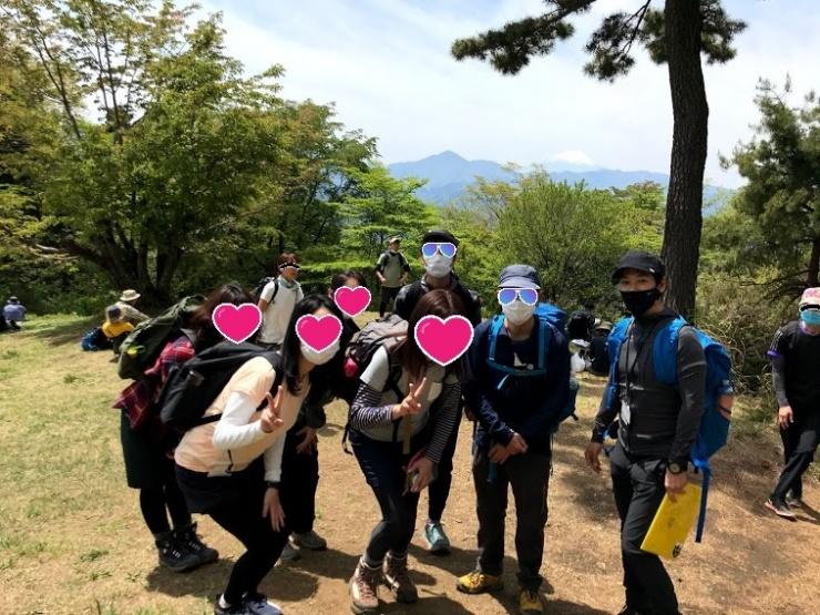 小仏城山で富士山バックに記念撮影