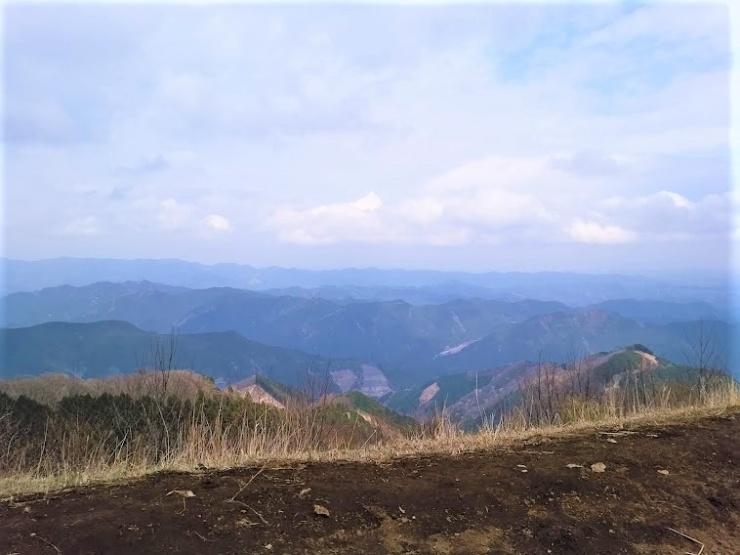 条件が良ければ山頂からは日光連山なども眺めることができます