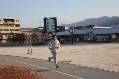 池田猪名川河川敷で理論的な走り方ランニング指導教室