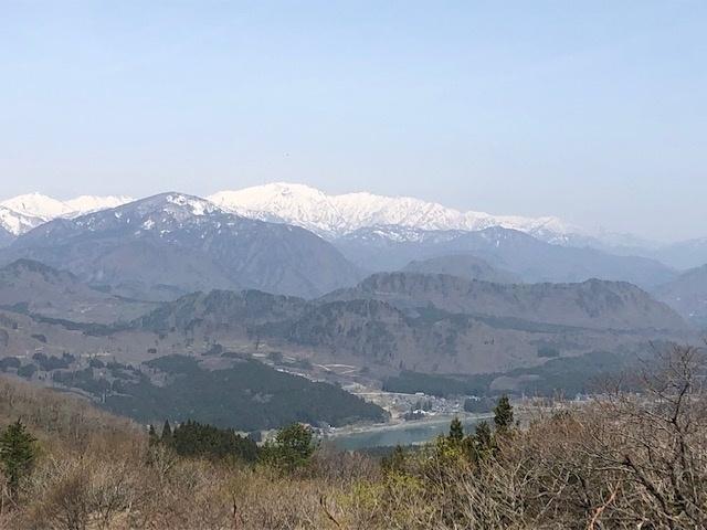 林道箕輪線からの風景(飯豊連峰)